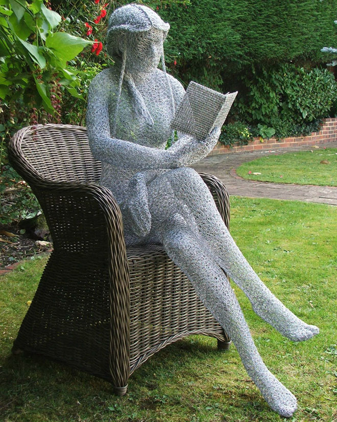 26 beautiful and creative garden sculptures around the for Wire yard art